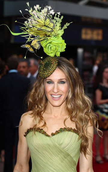 AAsarah_jessica_parker_in_philip_treacy